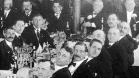 2close-up-of-Wentworth-at-Banquet